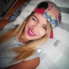 imagenes de las canciones de karol g - Buscar con Google Poses, Beanie, Hats, Outfits, Panama, Divas, Bunny, Google, Fashion