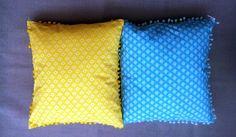 Almofadas estampa Maria. Cor Amarela e Azul.Parte das costas