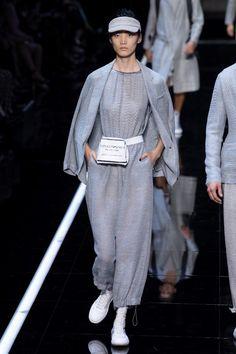 Emporio Armani Spring-Summer 2019 Ready-to-Wear Milan Collection – Photo 64 Emporio Armani, Giorgio Armani, Women's Runway Fashion, Mens Fashion, Chic Outfits, Trendy Outfits, Milan, Spring Couture, Armani Prive