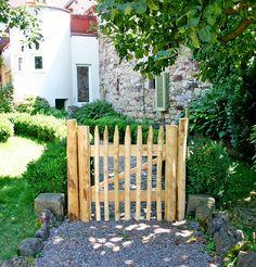 Ideas for garden gates and garden doors- Ideen für Gartentore und Gartentüren A garden gate made of wood or metal, how wide and how high? Here you will find ideas on materials and design so that the gate also fits your garden.