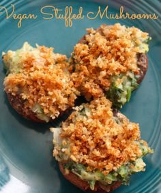 These mushrooms are stuffed with cream mashed potatoes and spinach and topped with breadcrumbs! Tasty and healthy vegan stuffed mushroom recipe. Mushroom Recipes, Veggie Recipes, Healthy Recipes, Healthy Meals, Vegan Stuffed Mushrooms, Vegan Apps, Dinner Dishes, Side Dishes, Eating Vegetables