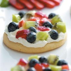 Sugar Cookie Mini Fruit Pizza Recipe: this is a great recipe- less messy than people cutting up and serving a regular fruit pizza.