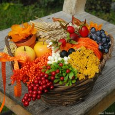 Podzimní košík - Prodané dekorace - Prodané dekorace - Prodané dekorace - HANA-KYTICE.cz Autumn, Fall, Table Decorations, Flowers, Handmade, Home Decor, Composition, Halloween, Flower Arrangements