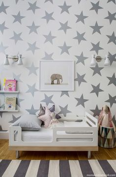 Cheap baby room decor, Buy Quality room decoration directly from China nursery decor Suppliers: JJRUI Gold Stars Vinyl Wall Decal Stickers Golden Star Kids Baby Room Decor Art Nursery Decor 4 SIZE 21 COLOR GOLD Big Girl Rooms, Boy Room, Kids Rooms, Room Kids, Small Rooms, Small Space, Mini Cama, Nursery Inspiration, Kid Spaces