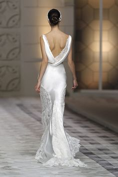 This may be my fave back of any gown I've seen.the back details speaks volumes without going over the edge with glitz and obviousness. Bridal Gowns, Wedding Gowns, Wedding Album, Wedding Wishes, Beautiful Bride, Beautiful Dresses, Gorgeous Dress, Valentino, Bella Bridal