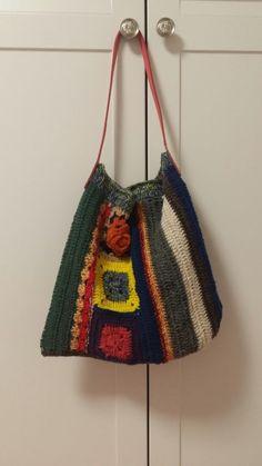 모티브뜨기3장으로 만들어본 뜨개질가방입니다. 혼합이 예쁘게 된 램스울로 코바늘뜨기로 만들어보았습니다...