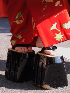 Japanese Geisha, Japanese Kimono, Japanese Beauty, Christianity In Japan, Look Kimono, Rare Clothing, Memoirs Of A Geisha, Korean Hanbok, Turning Japanese