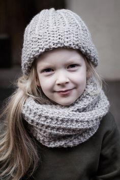 Helppo tuubihuivi Knit Or Crochet, Crochet For Kids, Knitting For Kids, Baby Knitting, Handmade Scarves, Made Clothing, Winter Kids, Knitted Shawls, Knit Beanie