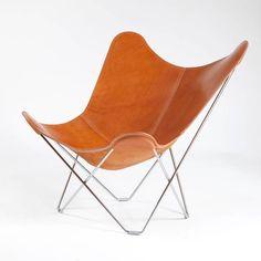 Mette Helena Rasmussen drømmer om at erhverve sig den klassiske Butterfly-stol – også kendt som Flagermusen – til sit hjem.