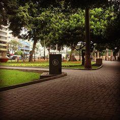 LIMA, PERU. Parque Kennedy - bairro Miraflores. Por Alexei T.