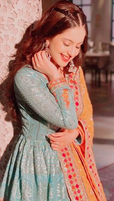 Tunisha Sharma - Source by - Pakistani Dresses Casual, Pakistani Bridal Dresses, Pakistani Dress Design, Pakistani Fashion Casual, Dress Indian Style, Indian Dresses, Indian Outfits, Frock Fashion, Fashion Dresses
