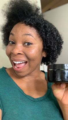 The DIY flaxseed hair gel you didn't know your skin needed! Learn the many benefits of flaxseed gel and it can help you reduce use of toxic chemicals. Natural Hair Gel, Natural Hair Moisturizer, Natural Hair Regimen, Natural Hair Styles, Curly Hair Styles, Natural Hair Growth Products, Black Hair Care Products, 4c Hair Products, Flaxseed Gel