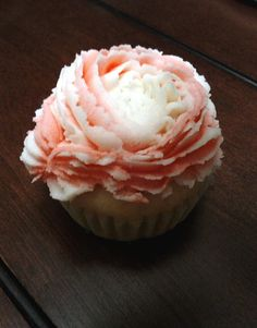 Piped peonies cupcakes