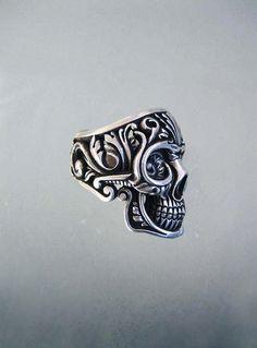 "Image Spark - Image tagged ""skull"", ""ring"" - mcdade"