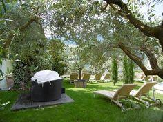 Entspannung unter Olivenbäumen im Wellnessgarten Juni, Outdoor Furniture, Outdoor Decor, Home Decor, Recovery, Vacation, Decoration Home, Room Decor, Home Interior Design