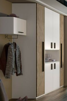 Außergewöhnlich wohnlich und charmant tritt dieser add.on #Kleiderschrank von Röhr-Bush auf, dessen Design der Kombination verschiedener Schrank-Elemente zu verdanken ist. #MoebelLETZ Aluminium, Modern Living, Cabinet, Storage, Furniture, Home Decor, Modern Home Design, Coat Storage, Minimalist Design