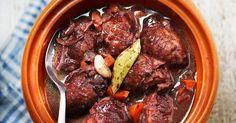 Geschmorte Schweinebäckchen ist ein Rezept mit frischen Zutaten aus der Kategorie Schwein. Probieren Sie dieses und weitere Rezepte von EAT SMARTER!