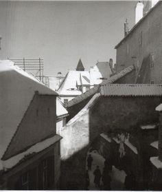 'The prying eyes of Shibiu'. Romania, 1946. (Lee Miller)