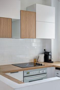 Eléments de cuisine en total look blanc et bois - réaménagement d'un 60 m2 parisien par Mon Concept Habitation