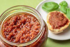 Receita bem diferente de molho pesto: um pesto de tomate seco e castanha de caju, confira porque é deliciosa!