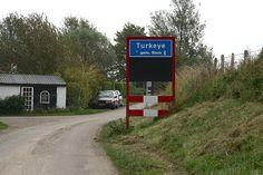 Bijzonder is dat het plaatsnaambord Van Turkeye niet alleen in West Zeeuws-Vlaanderen te vinden is, maar ook in de stad Dalaman aan de zuidwestkust van Turkije.     Het is een verwijzing naar de oude relaties tussen West Zeeuws-Vlaanderen en Nederland en Turkije.  Old relations between Turkey & Holland.