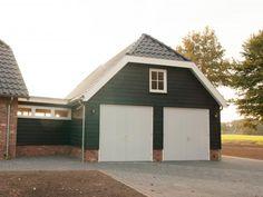1. 2016012 Houten garage met aanbouw aan huis met wolfskap 67m2