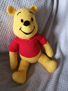 Amigurumi crochet winnie the pooh free pattern. You can find free recipes and images of many amigurumi knitting toy models on our website. Crochet Gratis, Crochet Amigurumi Free Patterns, Crochet Animal Patterns, Crochet Animals, Knitting Patterns, Crochet Teddy, Crochet Bear, Cute Crochet, Crochet Toys