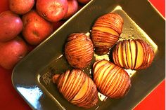 I was recently sent a gorgeous roasting pack from Rudolph Potatoes to try out. Not only were there two big bags of glorious red 'Rudolph' Potatoes, but a fabulous roasting pan and a fun and festive...