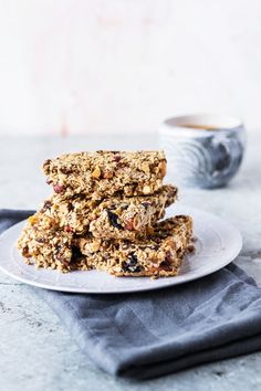 Ultimate vegan granola bars!  These healthy, homemade, no bake granola bars #healthysnacks #granolabars