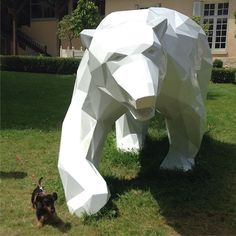 Encontré a la chica de mis sueños !!! #littledachshund #littledog #littleweiner #polarbear #teckel #teckelpeloduro #teckelpoildur #wirehaireddachshund #dachshund #ete #summer #parc #promenade #chamarande #richardorlinski #ilovemydog #france #sculpture #art #white #blackandwhite #domainechamarande #wildlifesculpture #greatartist #dachshundsofinstagram #weinerdogsofinstagram #artcontemporaine #weredifferent