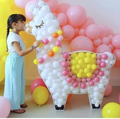 Lhama became a trend and I was in love with this one of balloons. By The Creative Heart Studio. First Birthday Parties, Birthday Party Decorations, First Birthdays, Fiesta Decorations, Birthday Ideas, Teenager Party, Unicorn Balloon, Llama Birthday, Party Time