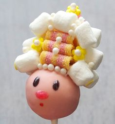 are you kidding me with this cake pop? wow. Marie Antoinette Cake Pop!!