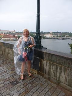 La Montse d'Arc, al Pont de Carles, mentre plou a Praga. (Txèquia)
