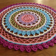 From a ordinary doily to a Mandala. No pattern but any doily pattern can be used. Motif Mandala Crochet, Crochet Circles, Crochet Round, Crochet Squares, Crochet Home, Diy Crochet, Crochet Doilies, Doily Patterns, Crochet Patterns