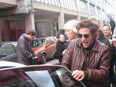WhenRobDidThat — The time Rob ran away from his fans screaming King Robert, Robert Douglas, Robert Pattinson Twilight, Edward Cullen, Daddy Issues, Twilight Saga, Reaction Pictures, Beautiful Boys, Future Husband