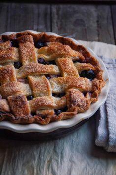 Blueberry Rhubarb Pie via Hint of Vanilla, April 2014 #recipe