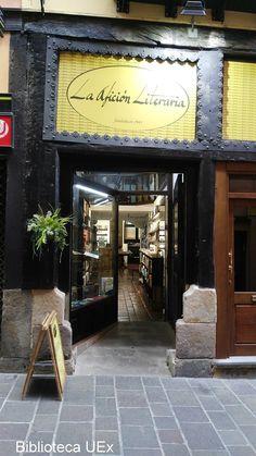 """Nuestra compañera Teresa Mateos ha visitado la #librería """"La afición literaria"""" en #Vitoria"""
