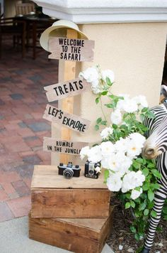 This lavish safari birthday party is too decadent for the jungle - Abschiedsfeier - Safari Theme Birthday, Jungle Theme Parties, Wild One Birthday Party, Safari Birthday Party, 1st Boy Birthday, Boy Birthday Parties, 1st Birthday Party Ideas For Boys, First Birthday Activities, Birthday Banners
