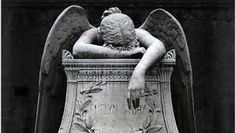 Verlies is zwaar te dragen Angel Wings Art, I Believe In Angels, Beautiful Person, Classical Music, Grief, First Love, Statue, Painting, Musica