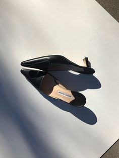 """39.5 fits like 8/8.5  Color: Black  Heel Height: 2"""" Insole: 9.75"""" Width: 3""""  Comfortable low heel, good pre-loved condition, Light wear on sole.  Genuine leather"""