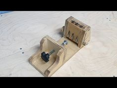 Do not rush to buy! Make this device yourself! Wood Tools, Diy Tools, Woodworking Workbench, Woodworking Tips, Table Saw Jigs, Pocket Hole Jig, Homemade Tools, Diy Christmas Tree, Cnc