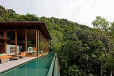 Breathtaking Brazilian jungle house on the coast