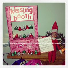 Elf on the Shelf... Goodbye with a kissing (kisses!) booth