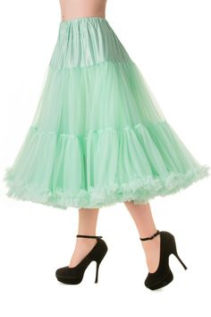 This petticoat gives every swing dress just that little extra vavavoom! The 2 fluffy layers create extra volume, move playfully along with every move you make and are finished off with rushing at the