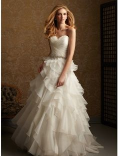 Gorgeous Empire Hot Sale Sweetheart Organza and Beading Ruffle court train Wedding Dress/Bridal Gown
