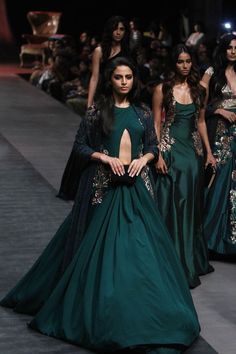 Awesome Traditional Indian Clothing Manish Malhotra at Lakmé Fashion Week Winter/Festive 2015