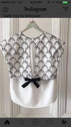 Batik black / white shirt with tie Blouse Batik, Batik Dress, Blouse Dress, Batik Fashion, Diy Fashion, Fashion Outfits, Emo Outfits, Blouse Styles, Blouse Designs