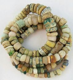 diane likes art African Trade Beads, African Jewelry, Tribal Jewelry, Jewelry Art, Beaded Jewelry, Bohemian Jewelry, Ceramic Beads, Clay Beads, Cerámica Ideas