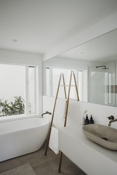 Simple clean lines.great window and outlook to garden/plantsSimple clean lines.great window and outlook to garden/plantsSimple clean lines.great window and outlook to garden/plantsThere are several tasks in life which are just never ending and Minimalist Bathroom Design, Modern Bathroom Design, Bathroom Interior Design, Minimalist Home, Bathroom Designs, White Minimalist Bathrooms, Beach Interior Design, Modern White Bathroom, Neutral Bathroom