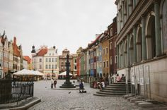 fot.Patrycja Pietruszewska: Stary Rynek w Poznaniu. Miejsce piękne, kolorowe i niezwykle klimatyczne. https://www.facebook.com/photo.php?fbid=10151982555642893&set=a.392564567892.167471.376101312892&type=1&stream_ref=10